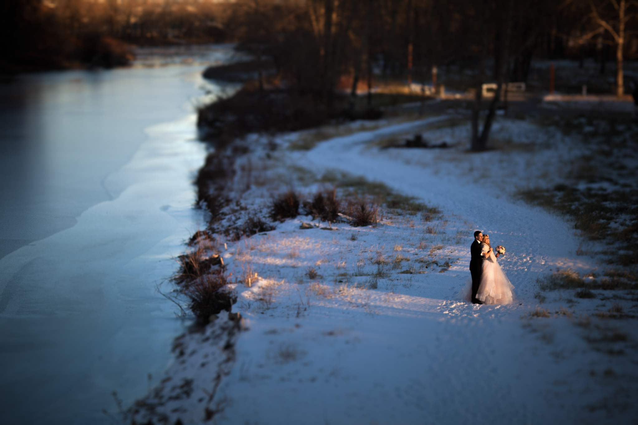 Benefits of planning a winter wedding picture by froze lake