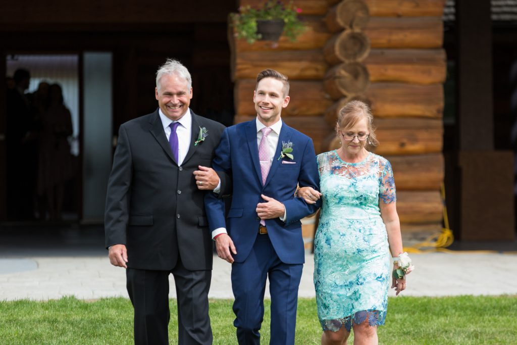 Country Lodge outdoor wedding ceremony