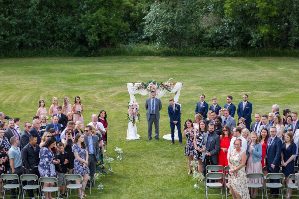 Outdoor wedding at Country Lodge in Edmonton